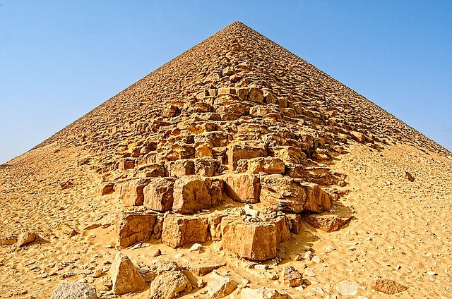 Full-Day Tour to Giza Pyramids Memphis and Sakkara