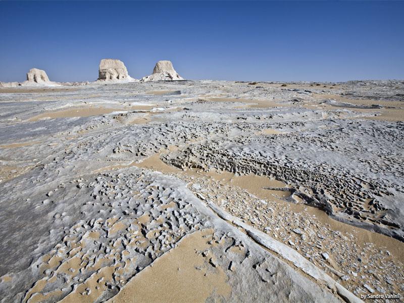 Desert Safari Trip to Bahariya Oasis and the White Desert